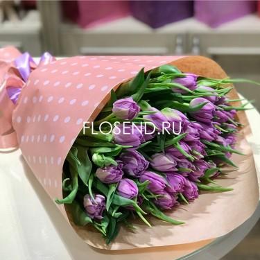 Букет фиолетовых тюльпанов